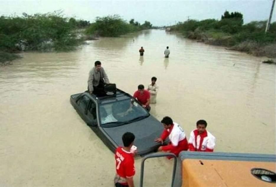 کمک رسانی هلال احمر قم به ۵۶ نفر گرفتار در سیلاب